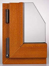 detail závěsů hnědého okna